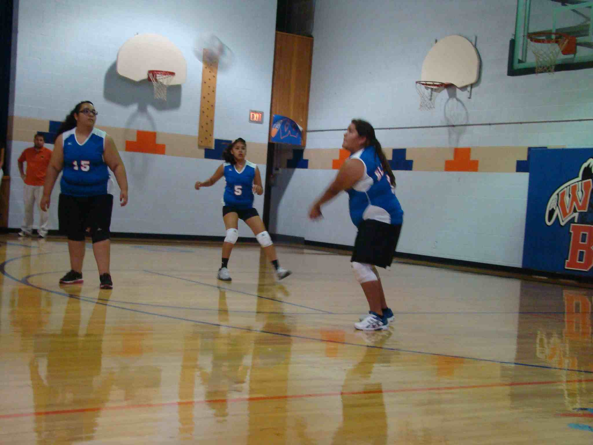 Alondra bumping the ball